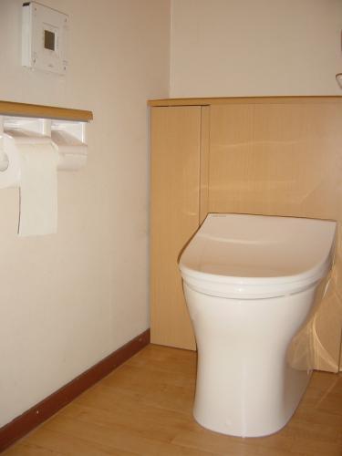 コンパクトな収納付トイレでスッキリ!