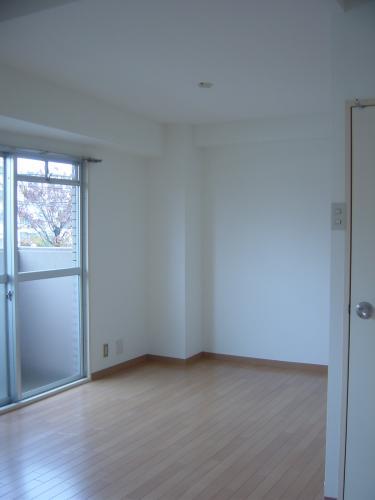間仕切壁を撤去して広く明るい室内に!