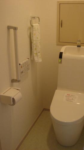スッキリしたデザインのトイレでお手入れラクラク