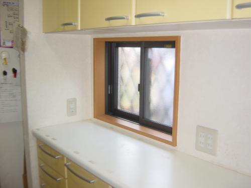新しく窓を取付して明るく、風通しの良いスペースに
