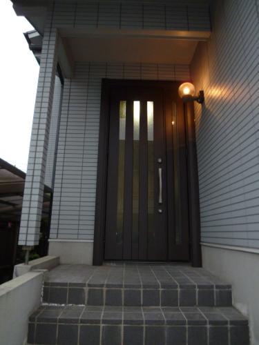 高級感の有る玄関ドアになって見違える様にキレイになりました